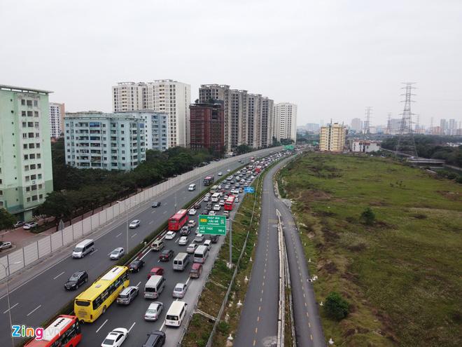 Người dân đổ về Hà Nội, cao tốc ùn tắc gần 10 km - Ảnh 6.