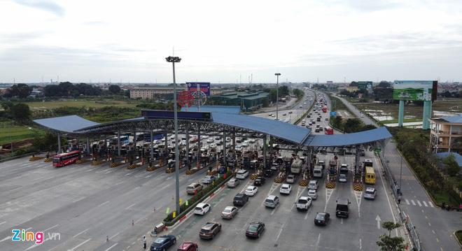 Người dân đổ về Hà Nội, cao tốc ùn tắc gần 10 km - Ảnh 7.