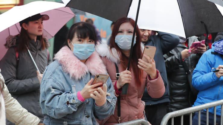 Tốc độ lây lan của virus corona đã vượt qua đại dịch SARS, kinh tế Trung Quốc sẽ lao dốc? - Ảnh 1.