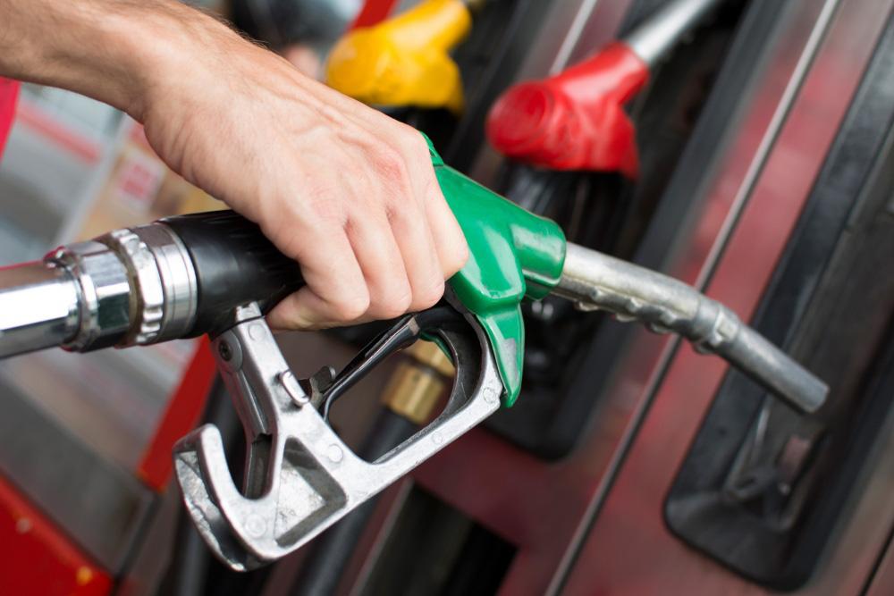 Giá xăng dầu bất ngờ giảm mạnh 791 đồng/lít trong ngày đầu năm mới - Ảnh 1.