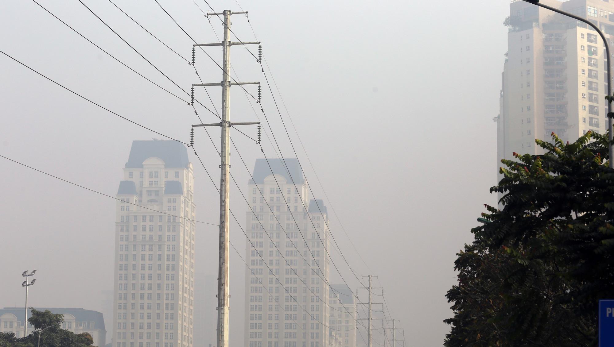 Hà Nội mù mịt ô nhiễm không khí nhìn từ trên cao dù trời có nắng - Ảnh 7.