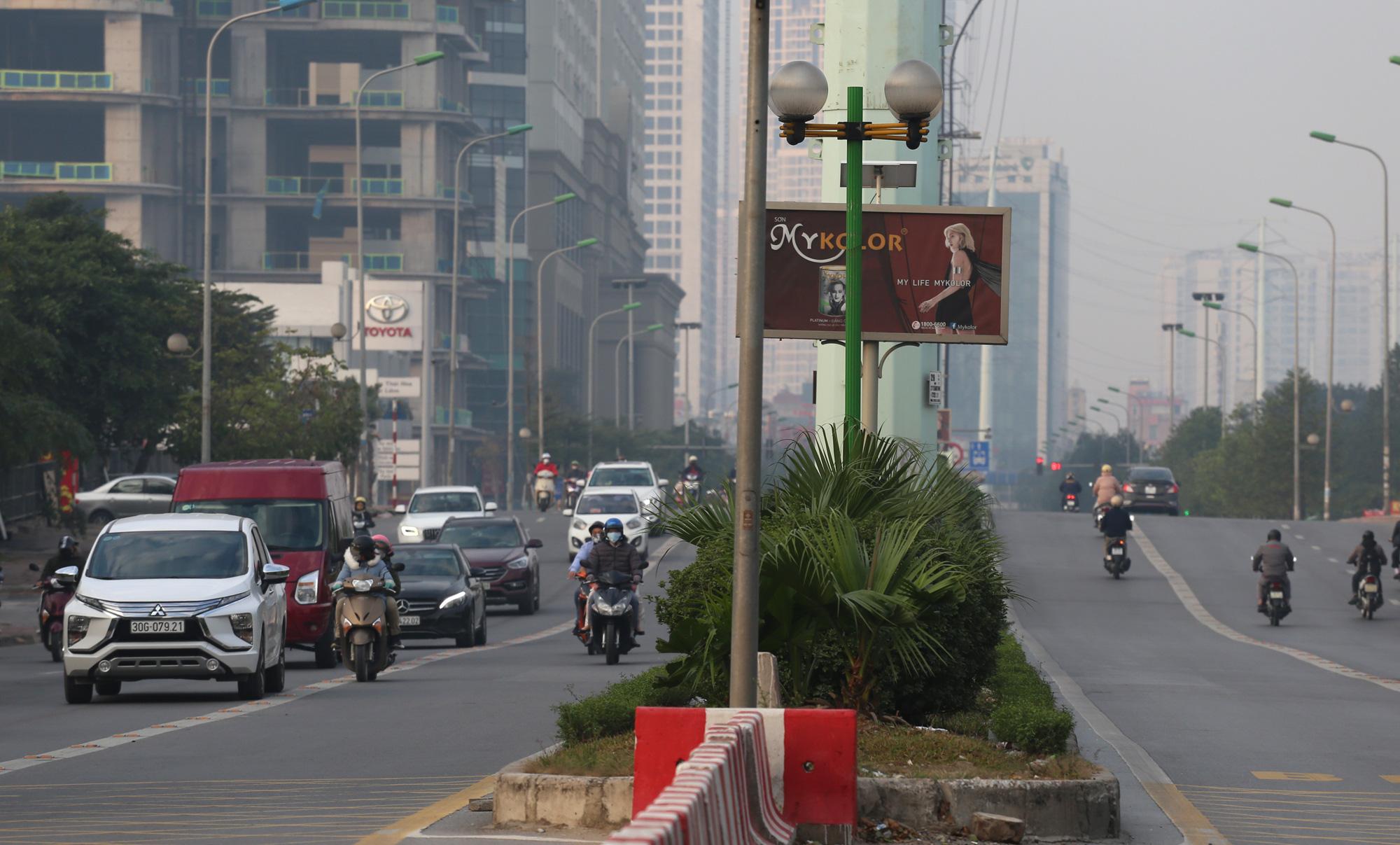 Hà Nội mù mịt ô nhiễm không khí nhìn từ trên cao dù trời có nắng - Ảnh 9.