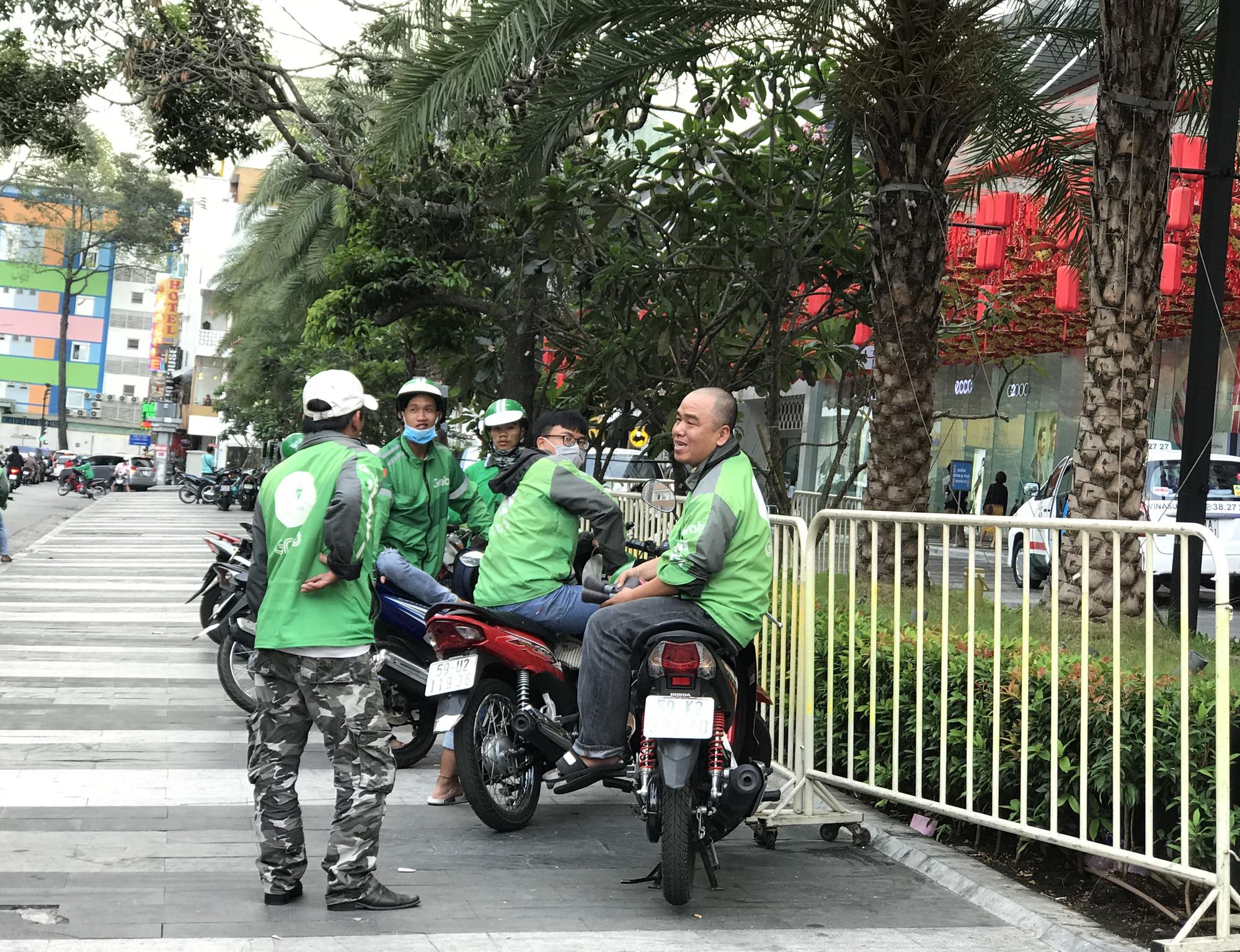Hàng quán Sài Gòn còn ăn Tết, đóng cửa im ỉm, chưa khai trương dù đã bước qua mùng 7 - Ảnh 14.
