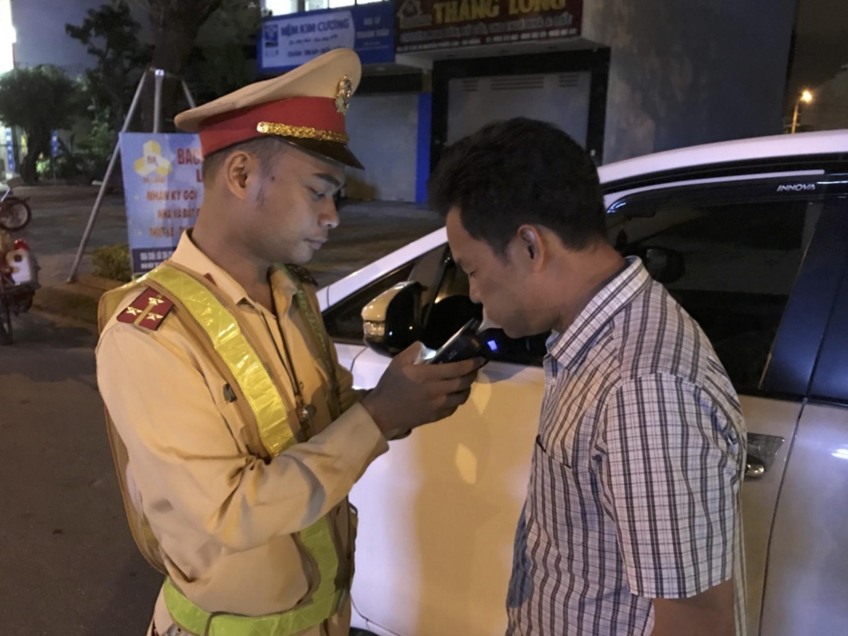Hơn 600 tài xế cả nước bị phạt do vi phạm nồng độ cồn trong 2 ngày CSGT xử lí theo Nghị định 100 - Ảnh 1.