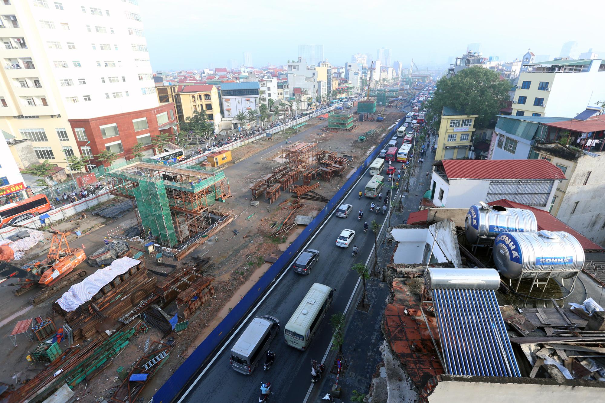 Tiếp tục rào chắn, phân luồng đường Phạm Văn Đồng 6 tháng để thi công cầu cạn - Ảnh 2.