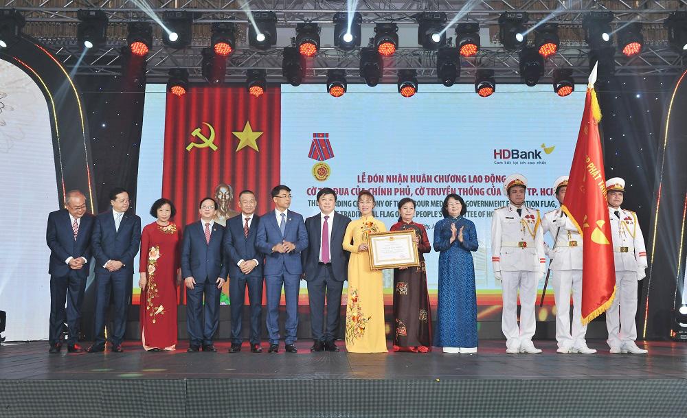 Bí thư Thành ủy Nguyễn Thiện Nhân: HDBank hãy trở thành ngân hàng hạnh phúc - Ảnh 1.