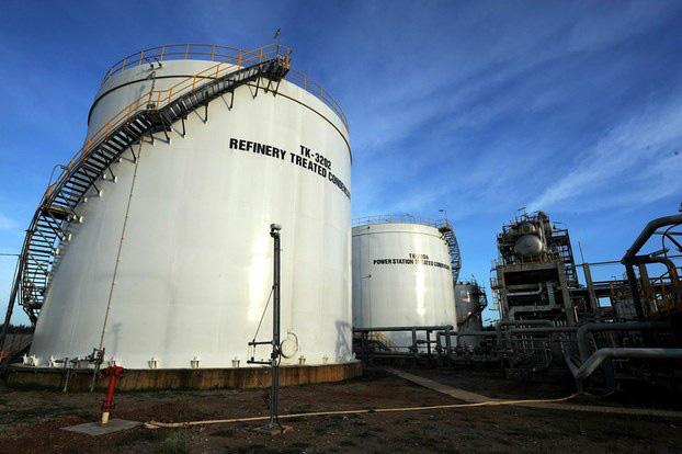 Giá xăng dầu hôm nay 1/2: Biến động nhẹ nhàng vì sản xuất chậm chạp - Ảnh 1.