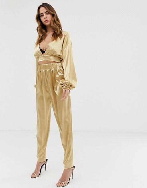 6 kiểu kết hợp màu sắc trang phục với trang sức vàng không thể bỏ qua - Ảnh 5.