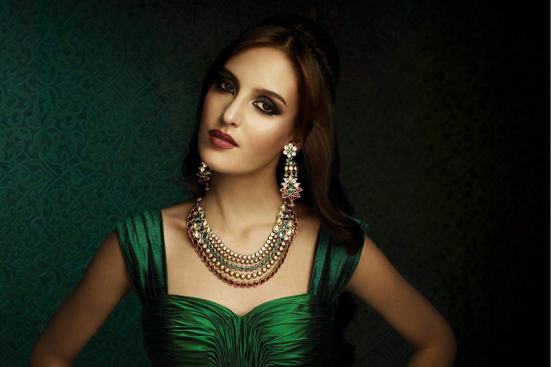 6 kiểu kết hợp màu sắc trang phục với trang sức vàng không thể bỏ qua - Ảnh 3.