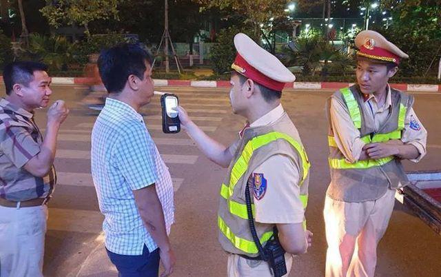 Cán bộ, nhân viên TP HCM phải kí cam kết 'đã uống rượu bia thì không lái xe' - Ảnh 1.