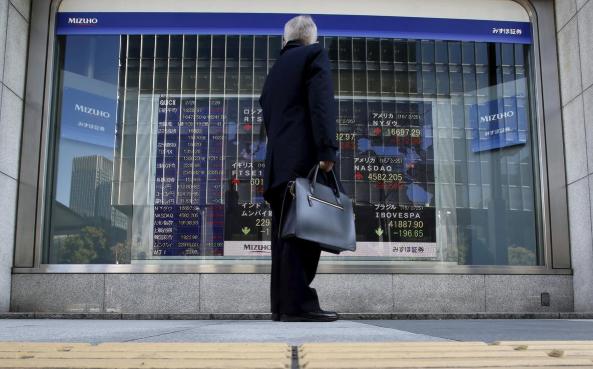 Cổ phiếu châu Á lao dốc trong khi giá vàng, giá dầu tăng vọt khi Iran tấn công lực lượng quân sự Mỹ - Ảnh 1.