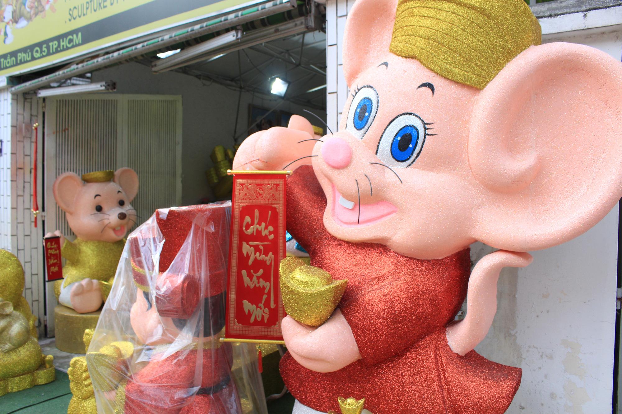 Chuột khổng lồ Tết Canh Tí chục triệu đồng ở Sài Gòn - Ảnh 3.