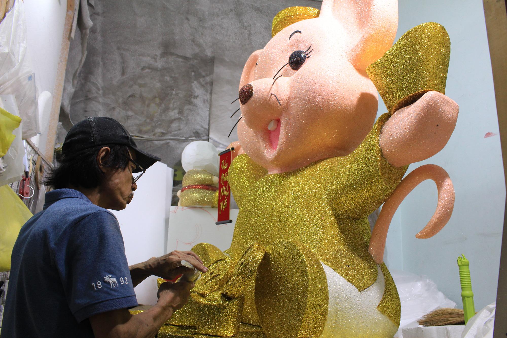 Chuột khổng lồ Tết Canh Tí chục triệu đồng ở Sài Gòn - Ảnh 7.