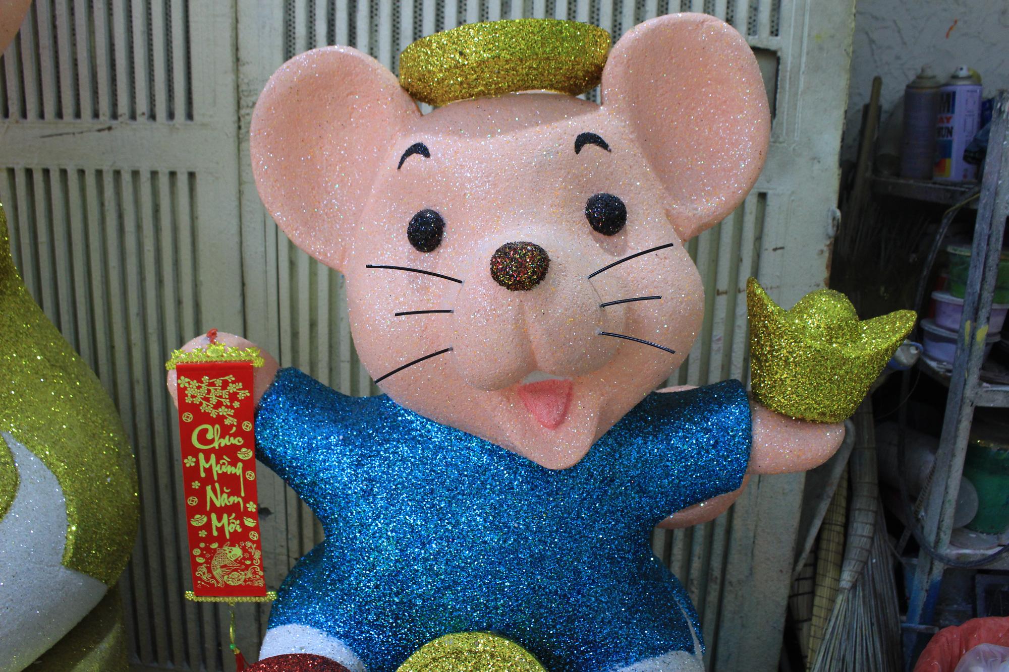 Chuột khổng lồ Tết Canh Tí chục triệu đồng ở Sài Gòn - Ảnh 6.