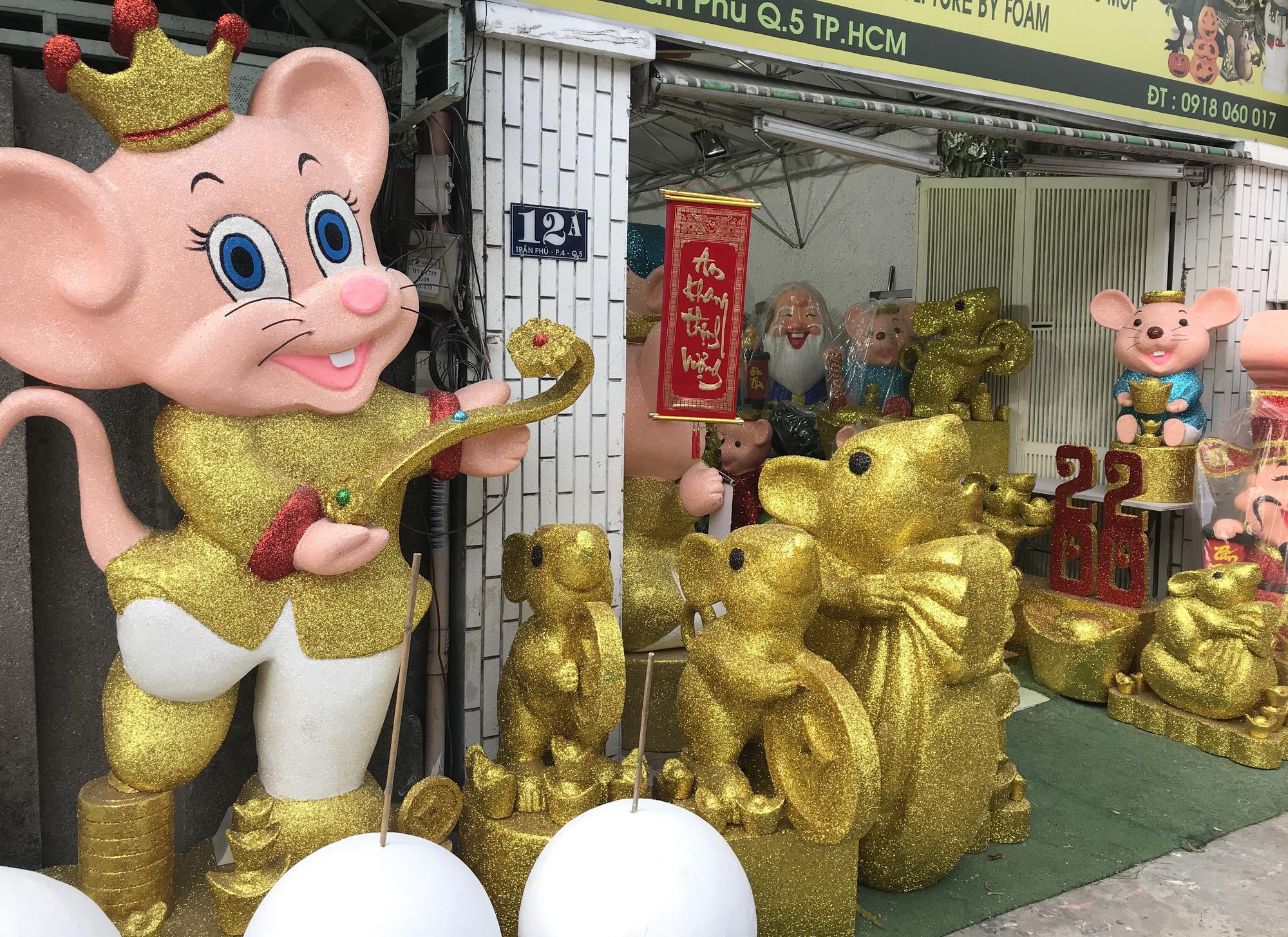 Chuột khổng lồ Tết Canh Tí chục triệu đồng ở Sài Gòn - Ảnh 2.