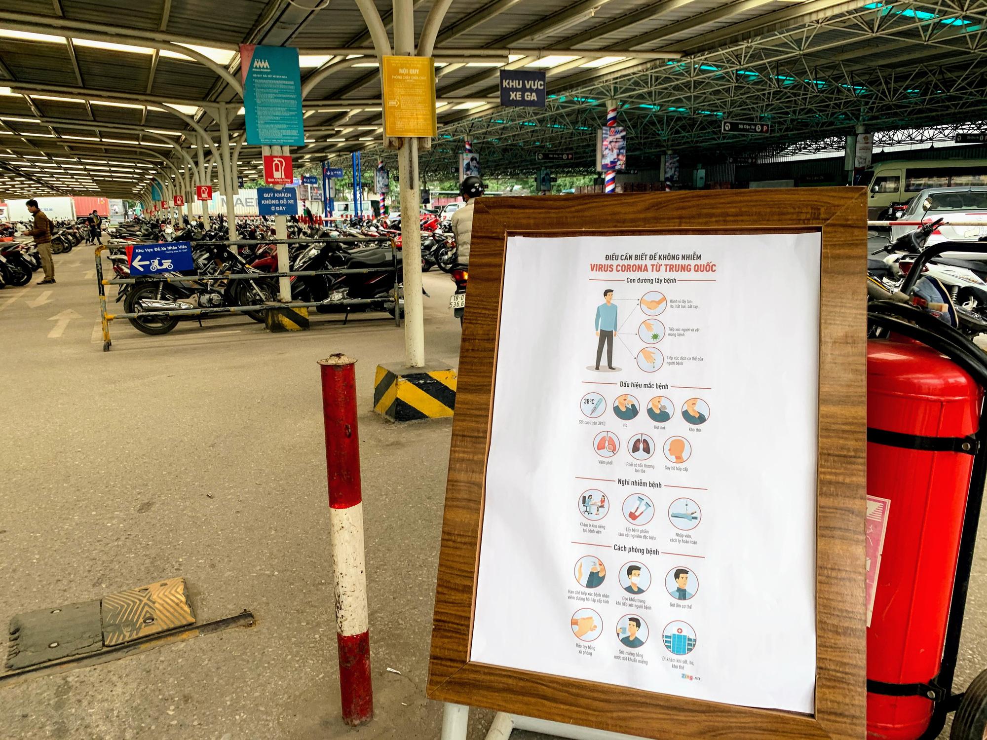 Siêu thị, trung tâm thương mại ở Hà Nội vắng tanh không một bóng người trước đại dịch virus corona - Ảnh 1.