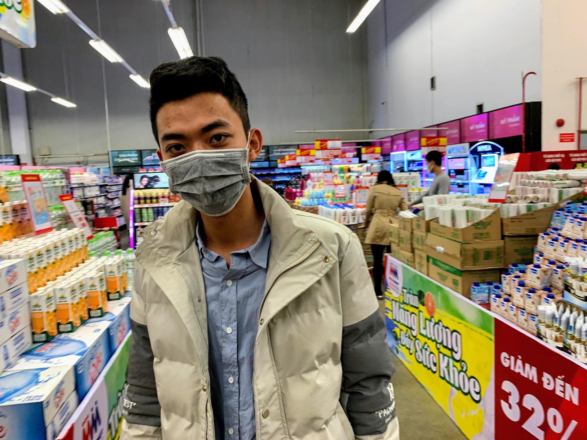 Siêu thị, trung tâm thương mại ở Hà Nội vắng tanh không một bóng người trước đại dịch virus corona - Ảnh 9.