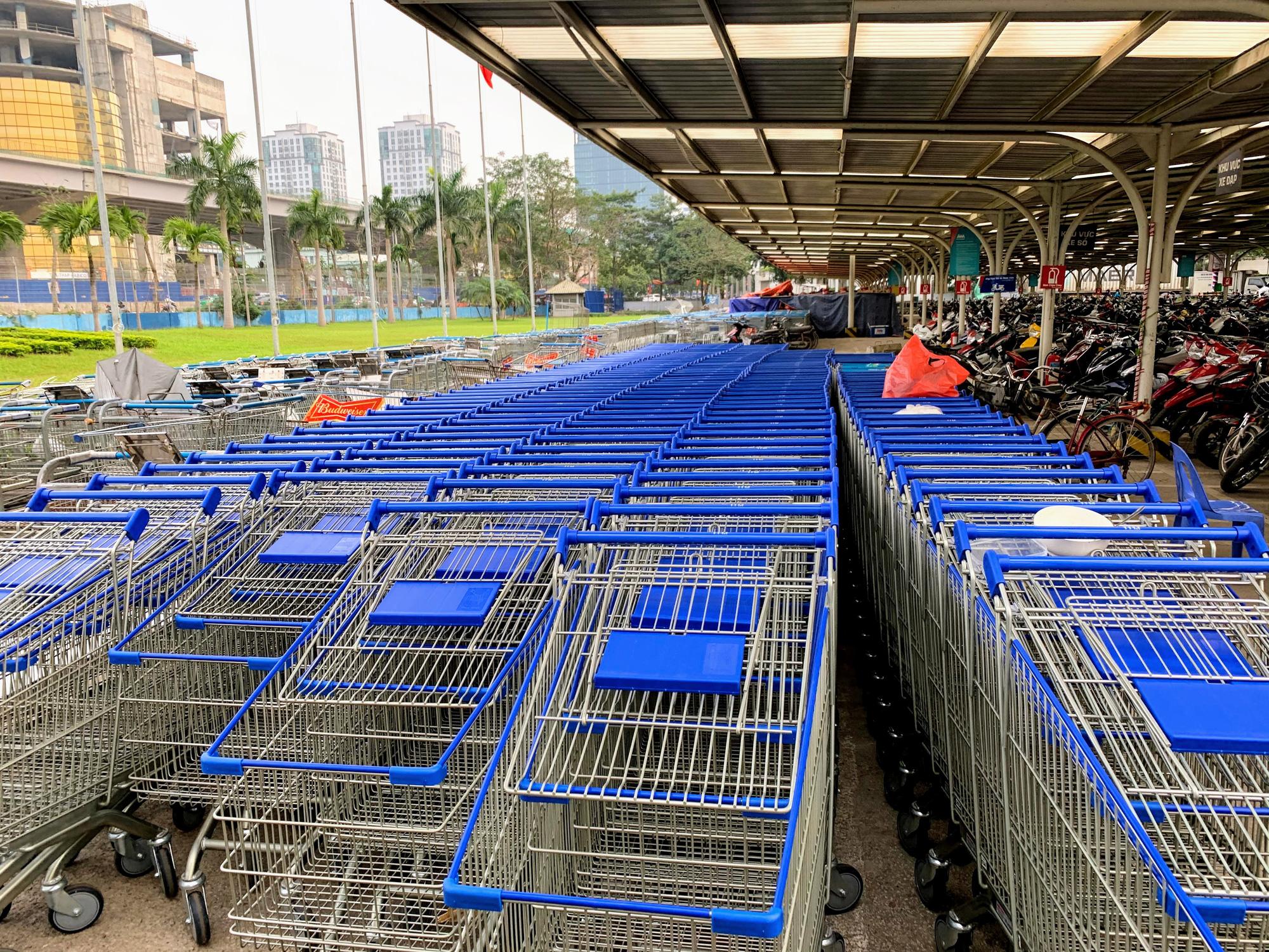 Siêu thị, trung tâm thương mại ở Hà Nội vắng tanh không một bóng người trước đại dịch virus corona - Ảnh 3.