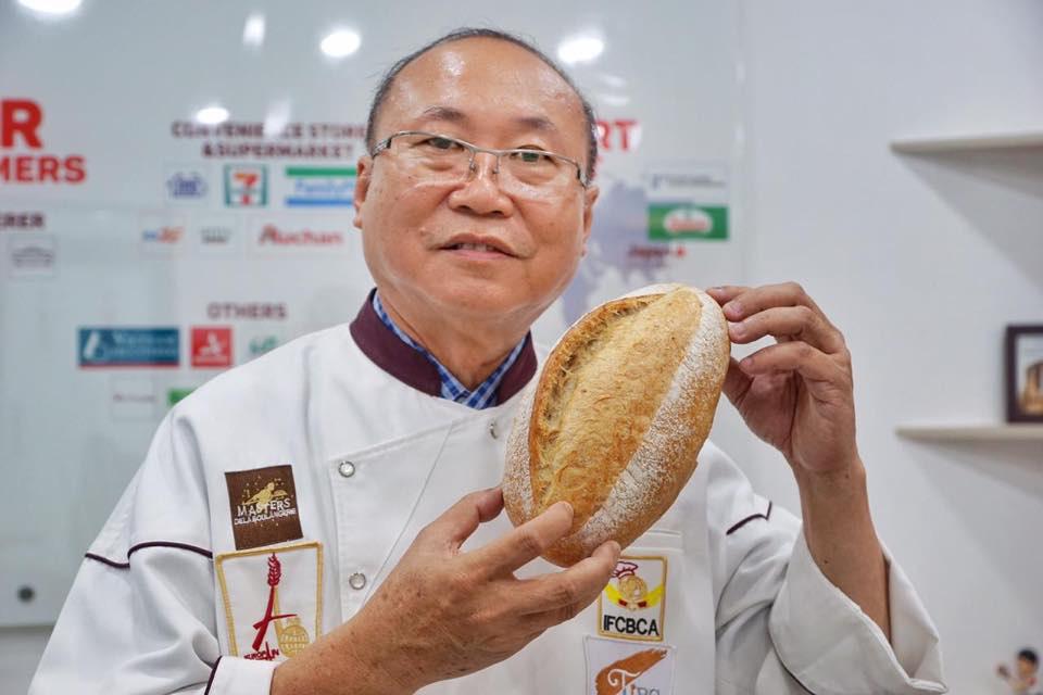 Vua bánh mì Việt Nam dùng thành long làm bánh mì, giúp giải cứu nông sản - Ảnh 2.
