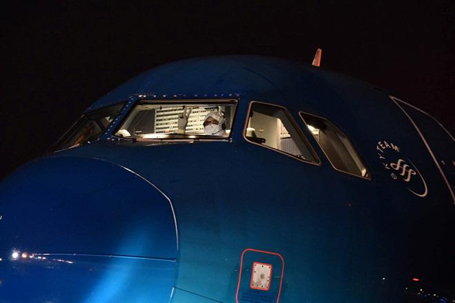 Chuyến bay đón người Việt về từ Vũ Hán: Vietnam Airlines chọn phi hành đoàn thế nào? - Ảnh 2.