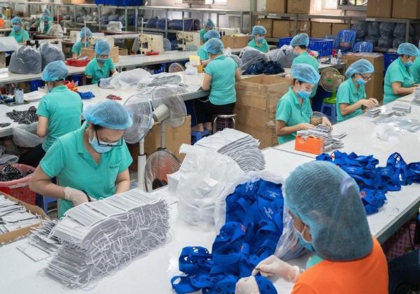 Hàng triệu khẩu trang kháng khuẩn sẽ được tung ra thị trường trong những ngày tới - Ảnh 1.