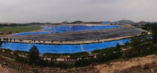 Đấu thầu lựa chọn đơn vị quản lí 2 bãi rác lớn nhất Hà Nội - Ảnh 1.
