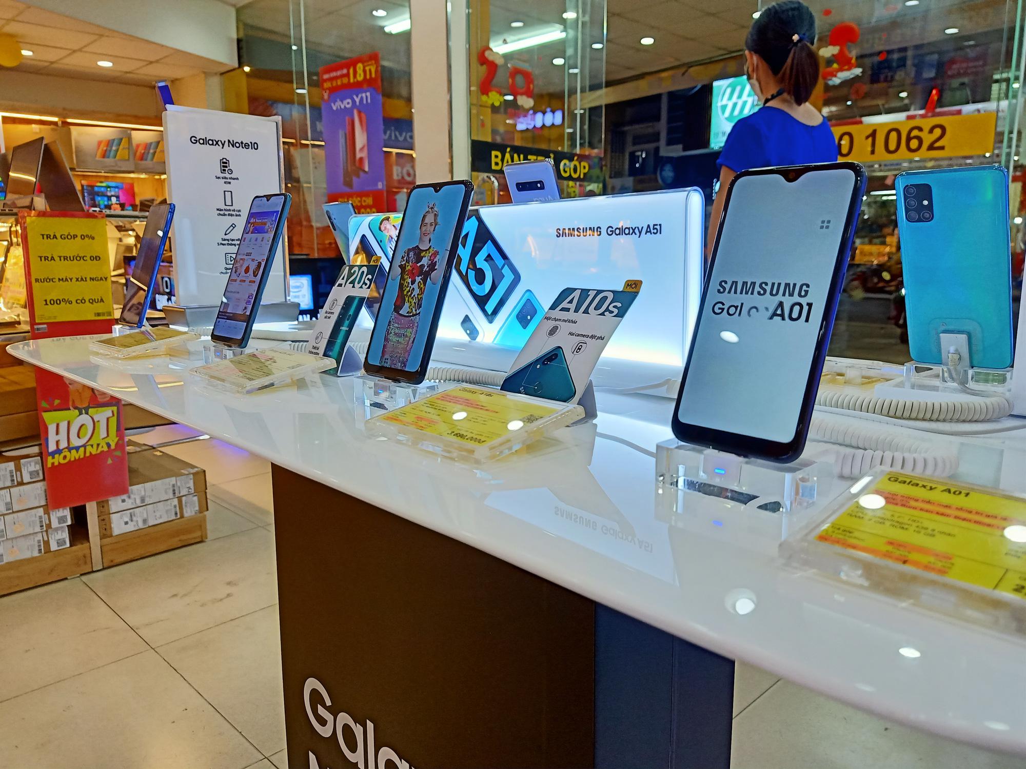 Điện thoại giảm giá tuần này: iPhone 11 chính hãng và xách tay bắt đầu hạ giá - Ảnh 3.