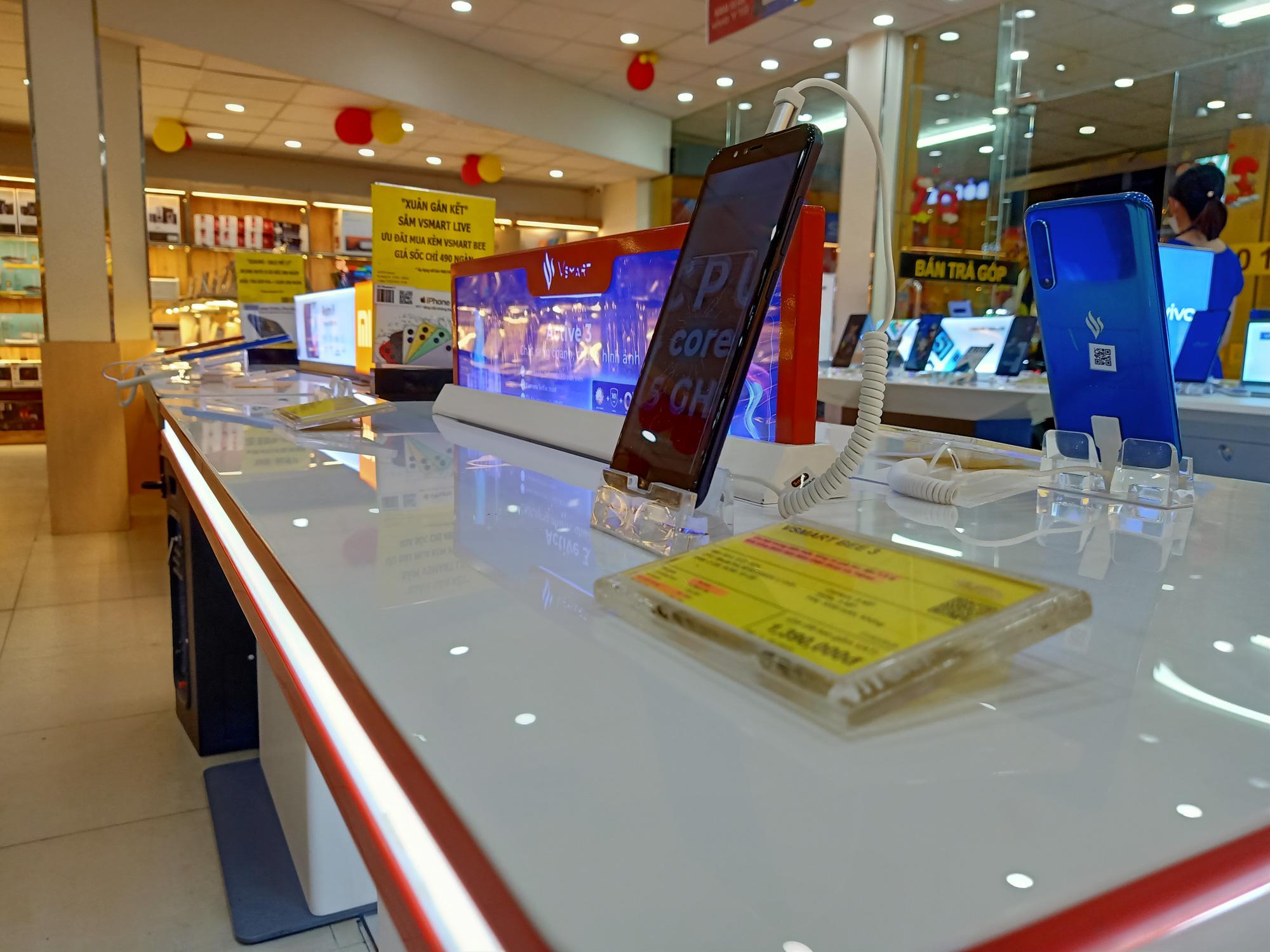 Điện thoại giảm giá tuần này: iPhone 11 chính hãng và xách tay bắt đầu hạ giá - Ảnh 5.