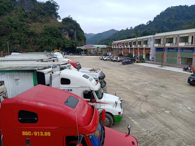 500 xe trái cây vẫn đang nằm chờ ở cửa khẩu Lạng Sơn - Ảnh 6.
