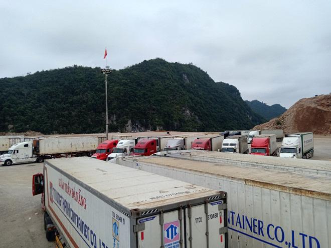 500 xe trái cây vẫn đang nằm chờ ở cửa khẩu Lạng Sơn - Ảnh 3.