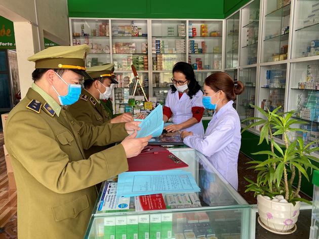 Xử lí hơn 3.800 nhà thuốc hét giá khẩu trang y tế, Hà Nội phát hiện lô khẩu trang trị giá hơn 1 tỉ đồng - Ảnh 2.