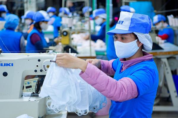Everon tặng 70.000 khẩu trang, Vinatex vừa phát miễn phí vừa bán không lợi nhuận khẩu trang kháng khuẩn giặt 30 lần - Ảnh 2.
