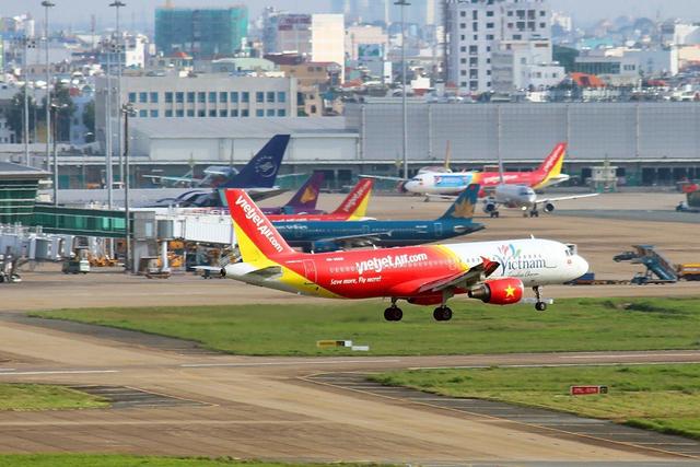 Hàng không Việt thiệt hại hơn 10.000 tỉ đồng vì virus corona - Ảnh 1.