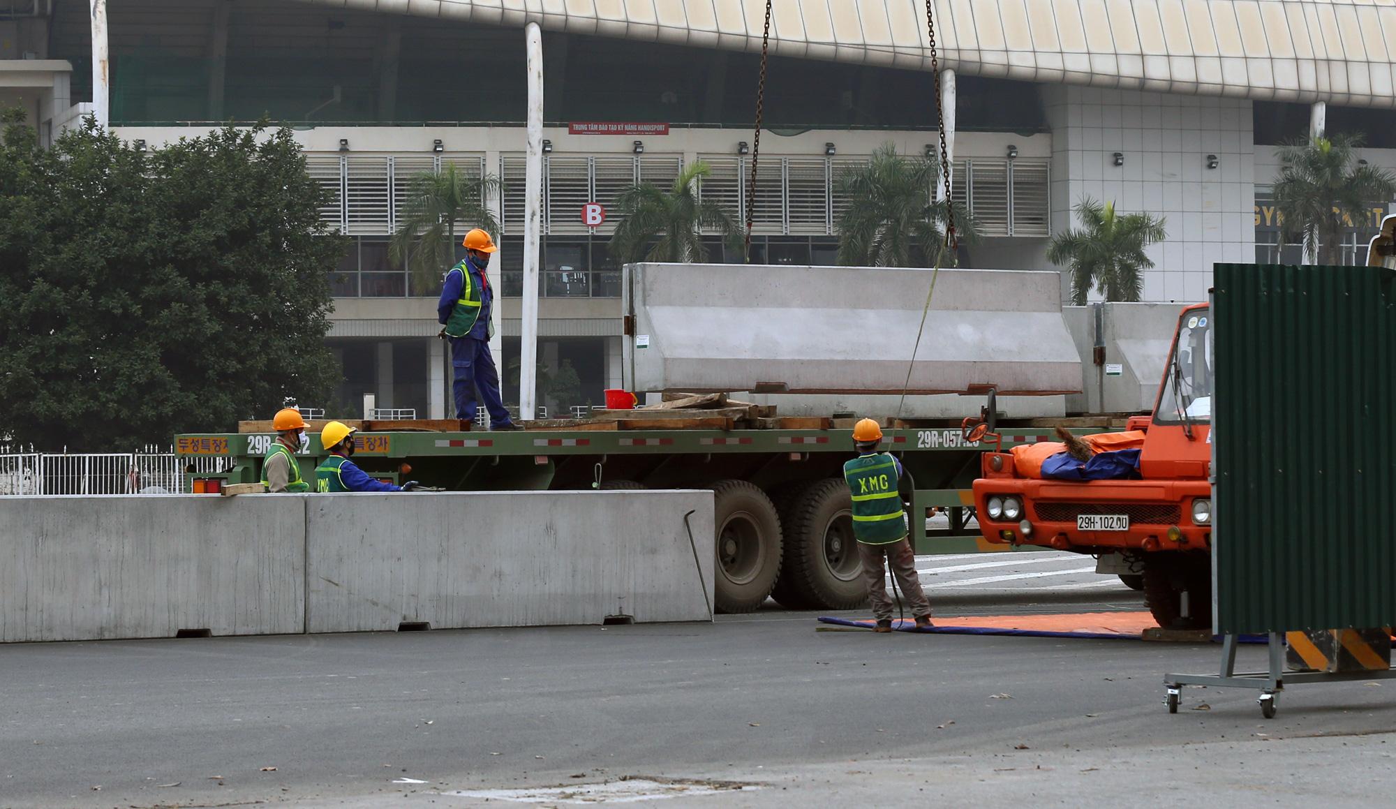 Nhìn gần đường đua F1 Hà Nội sắp khởi tranh - Ảnh 14.