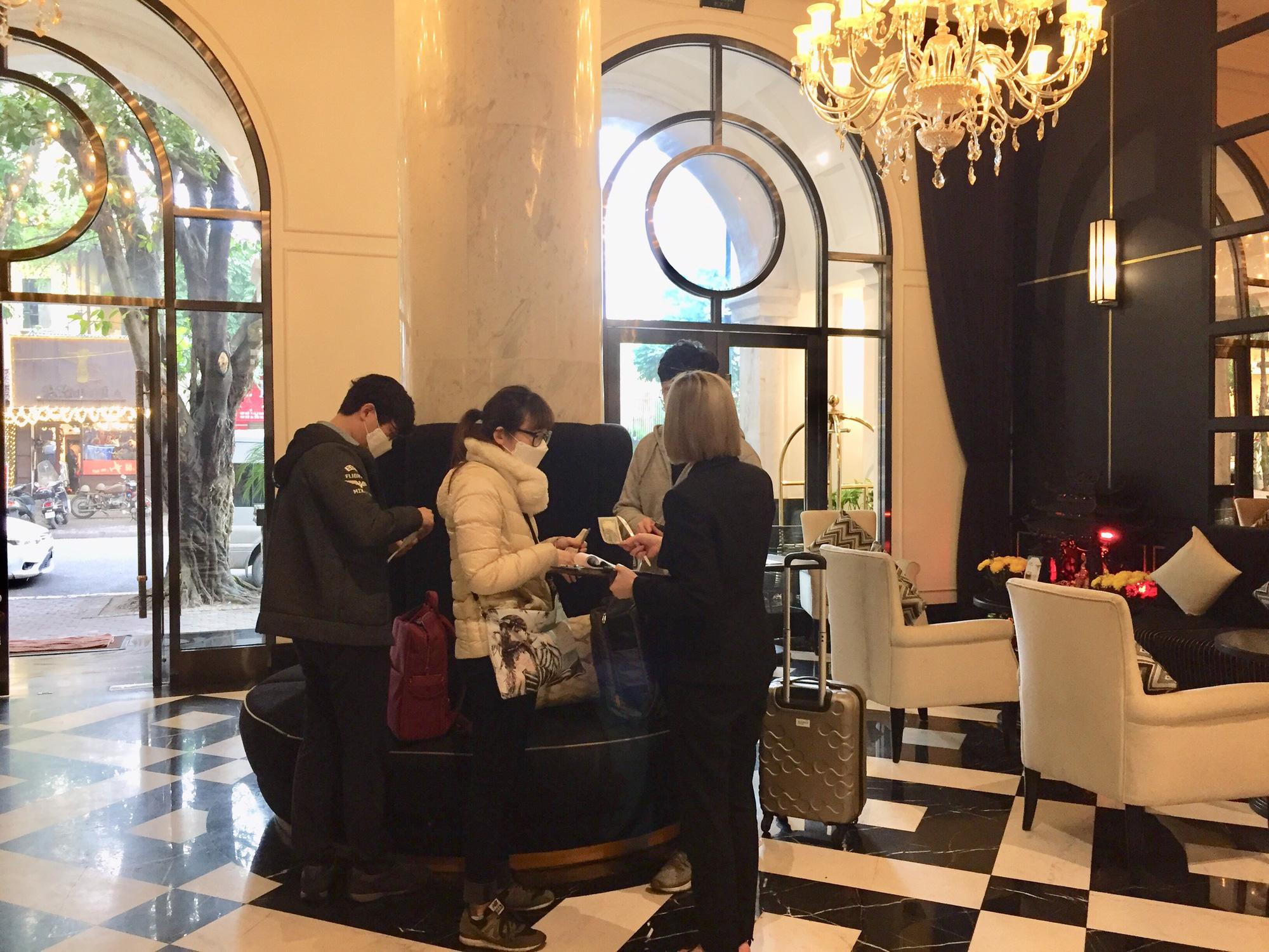 Những biện pháp phòng tránh dịch bệnh virus corona khi ở khách sạn - Ảnh 1.