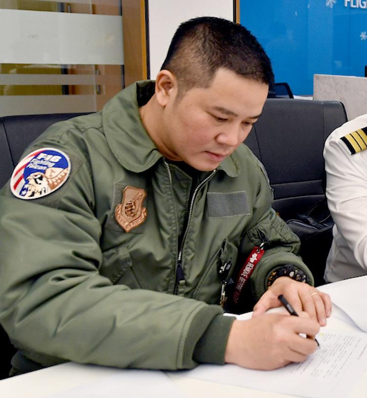 Hậu trường chuyến bay đón người Việt từ Vũ Hán - Ảnh 3.