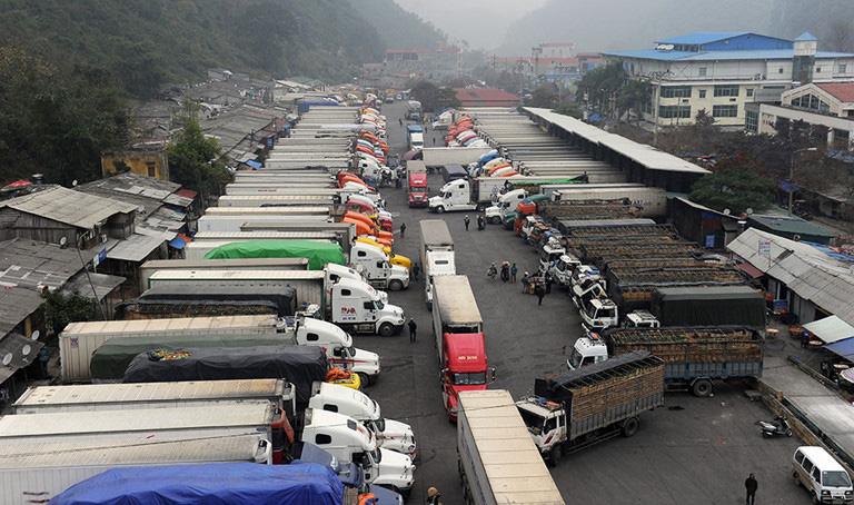 Bộ Công Thương tiếp tục khuyến cáo hạn chế đưa nông sản lên biên giới xuất qua Trung Quốc - Ảnh 1.