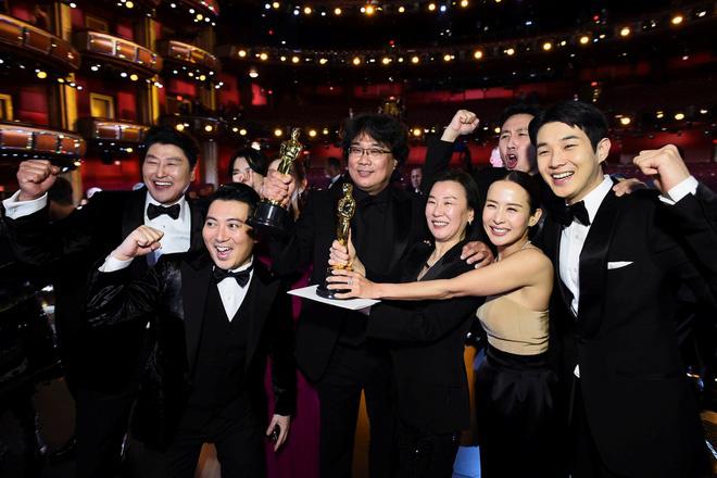 Hàn Quốc mở tour du lịch khám phá bối cảnh phim Parasite vừa đoạt giải Oscar - Ảnh 1.