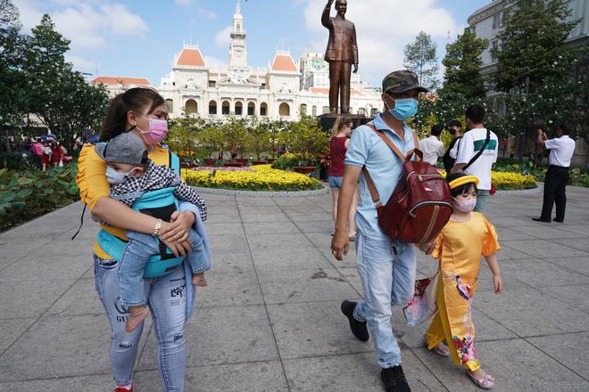 Đề xuất miễn visa, giảm thuế cho du lịch để khắc phục hậu quả do virus corona - Ảnh 1.