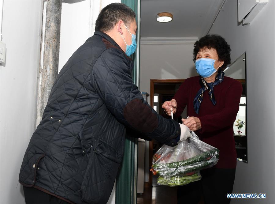 Bắc Kinh kiểm soát chặt chưa từng có các khu dân cư để phòng dịch - Ảnh 3.