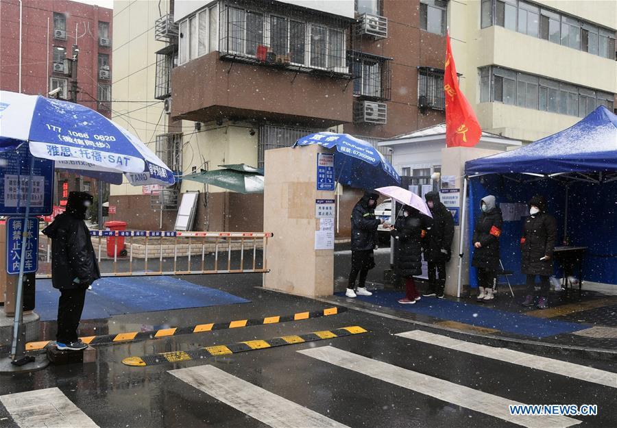Bắc Kinh kiểm soát chặt chưa từng có các khu dân cư để phòng dịch - Ảnh 6.