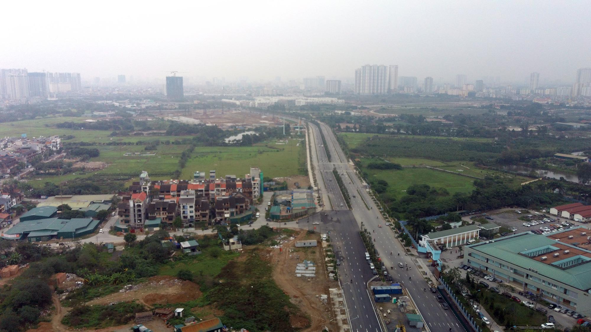 Ùn tắc nặng sau khi thông xe đường Nguyễn Xiển - Xa La - Ảnh 2.
