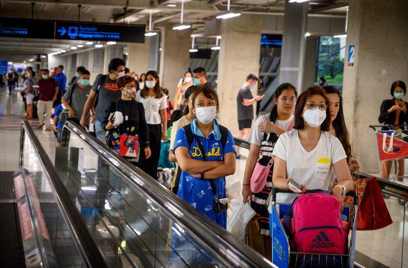 Gần 90.000 chuyến bay bị huỷ và hàng trăm nhân viên hàng không thất nghiệp vì dịch virus corona - Ảnh 1.