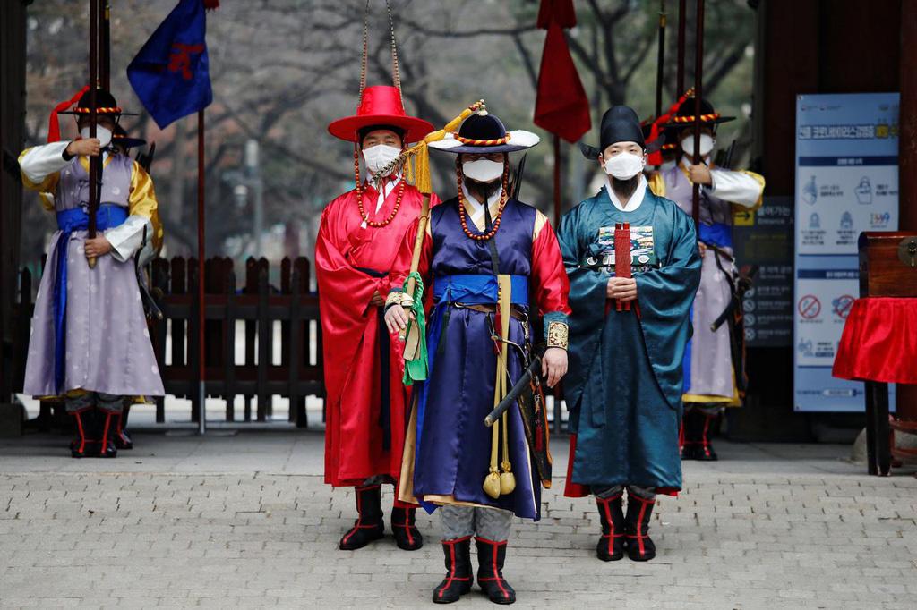 Lao động Trung Quốc bị sa thải ở Hàn Quốc vì dịch virus corona - Ảnh 2.