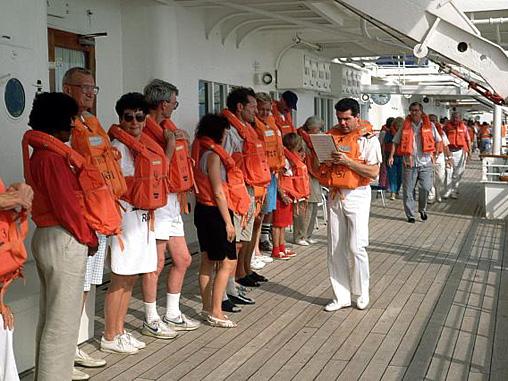 Những lưu ý để đảm bảo an toàn khi trải nghiệm du thuyền - Ảnh 2.
