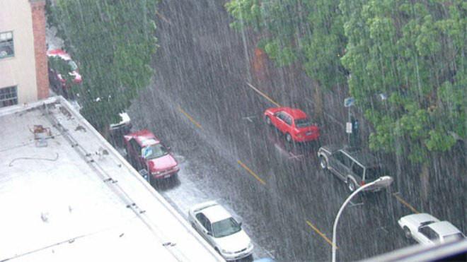 Hà Nội mưa rào, rét 12 độ ngay sau ngày nắng ấm  - Ảnh 1.