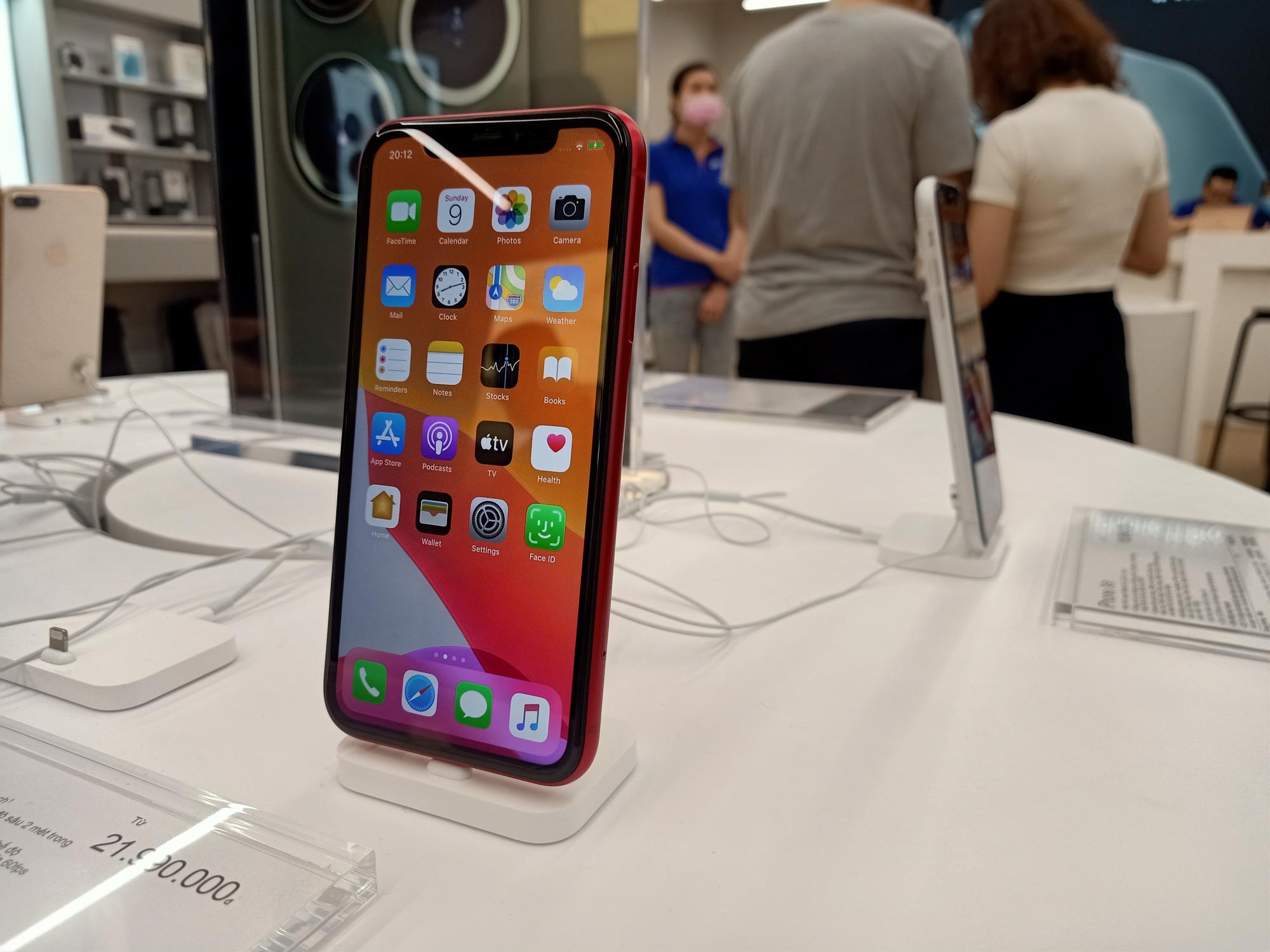 Điện thoại giảm giá tuần này: iPhone biến động nhẹ, Samsung vẫn tiếp tục tung ưu đãi - Ảnh 1.