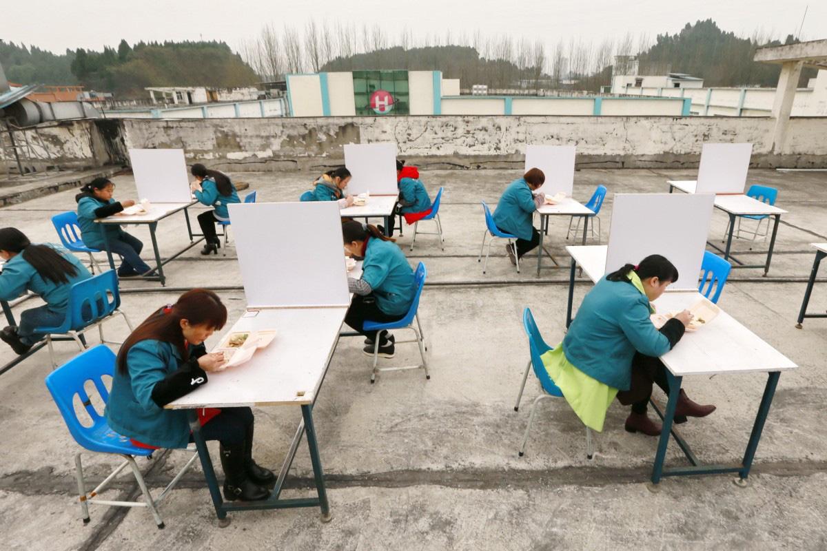 Trung Quốc ghi nhận nhiều ca nhiễm corona chỉ sau một tuần trở lại làm việc - Ảnh 1.
