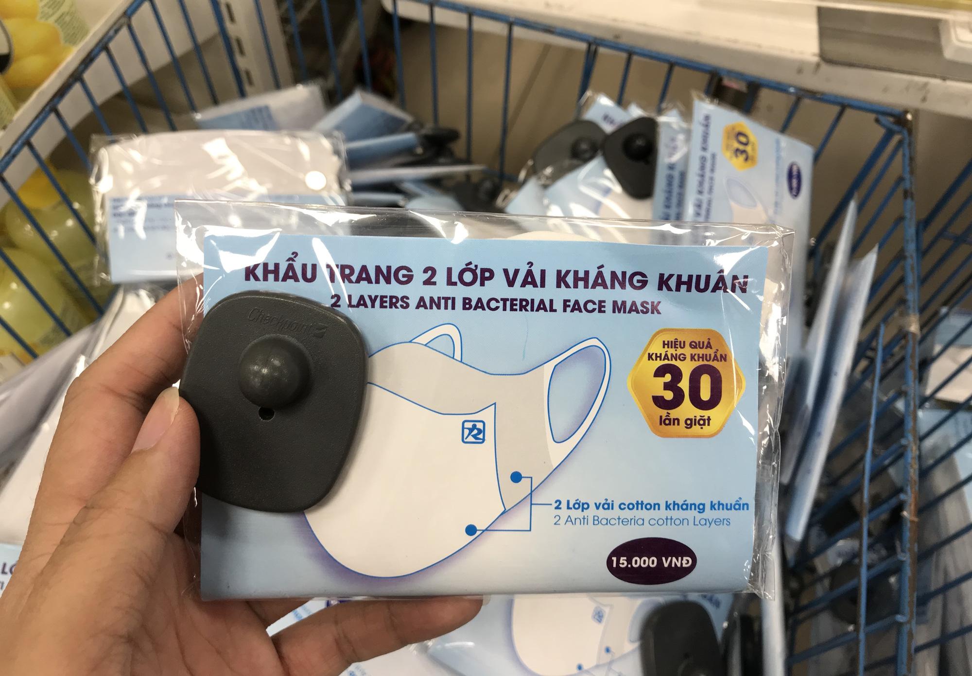 Cận cảnh khẩu trang kháng khuẩn giặt 30 lần, giá chỉ 9.500 đồng tại Co.opmart, có khách mua 50 chiếc - Ảnh 2.