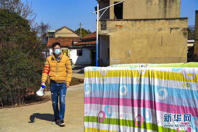 Người Trung Quốc lạc quan chữa bệnh, sinh sống giữa dịch virus corona - Ảnh 8.